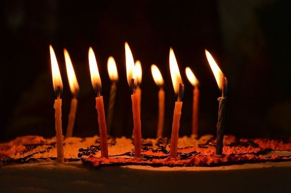 wikicommons: Birthday Candles (Raghav Veturi)